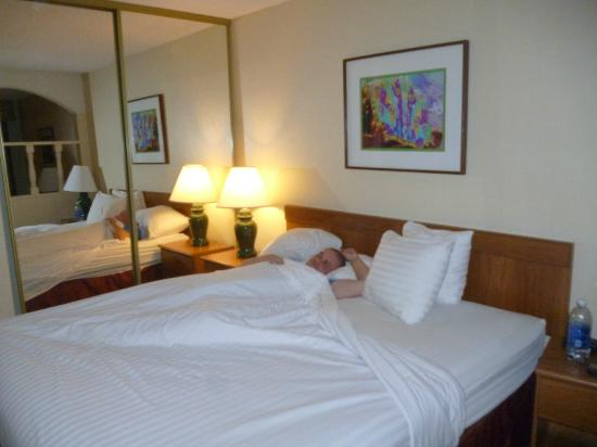 Mardi Gras Hotel & Casino: comfy bed