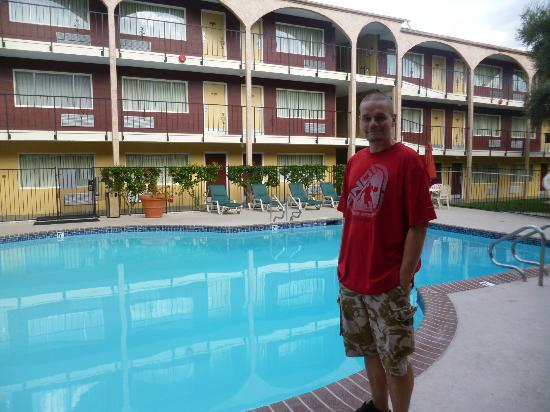 Mardi Gras Hotel & Casino: outside our room 
