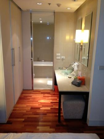 The Duchess Hotel and Residences : bathroom
