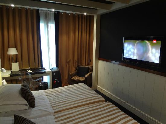 U232 Hotel: The room, a small table and the LCD