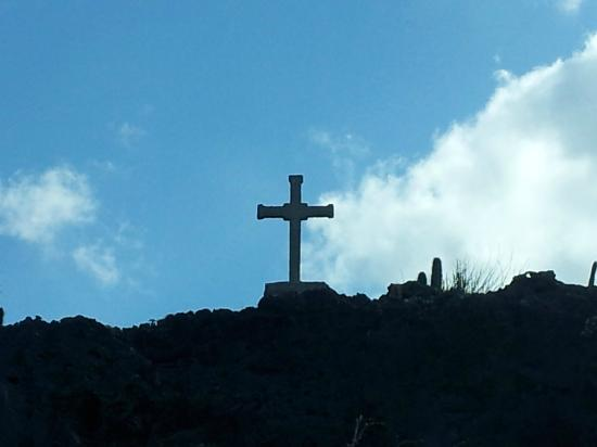 Bruce Bowker's Carib Inn: Cross - there is history to this...but I don't remember it.