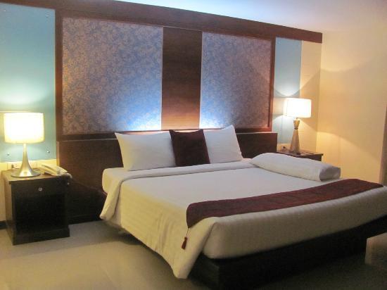 Convenient Resort: Room