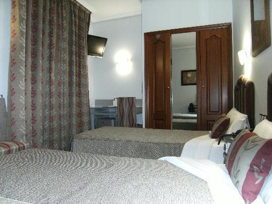 Tibur Hotel: vista de la habitacion