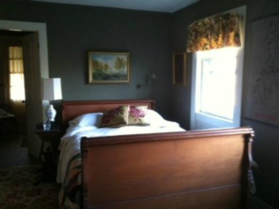 The Chapman House Bed & Breakfast: Room 3