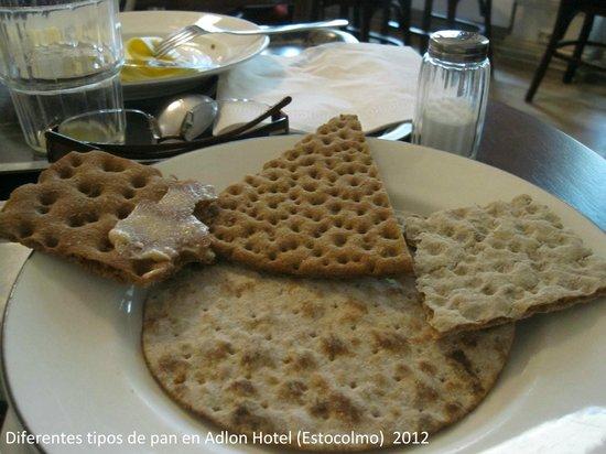 Elite Hotel Adlon : Variedad de pan en el desayuno
