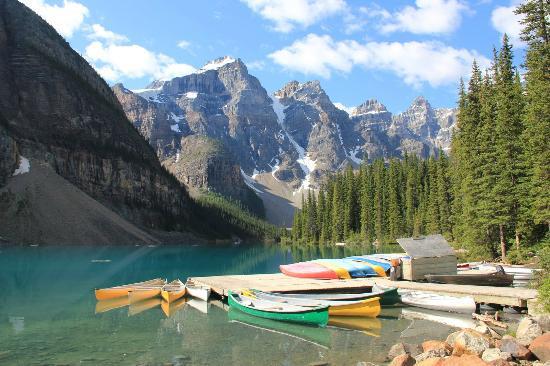 Moraine Lake: rent a boat!