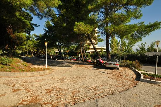 Athos Palace Hotel: Parking area, Athos Palace, Sept 2012