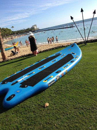 Waikiki Resort Hotel: Praia em frente ao Hotel.