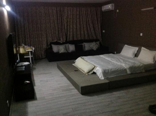Jinhai Lanwan Club Hotel: The large room