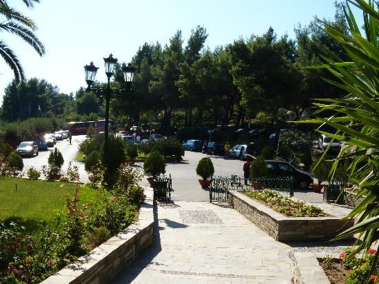 Athos Palace Hotel: Entrance & parking area, Athos Palace, Sept 2012