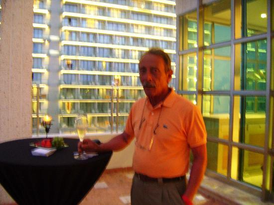 Sandos Cancun Luxury Resort: Día feliz en Cancún, recepción de Moet,Chandon