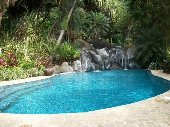 Ylang Ylang Beach Resort: Spring water pool....so refreshing and relaxing!