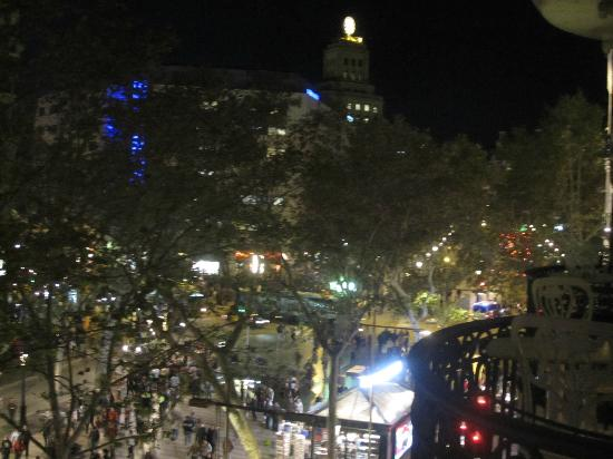 ‪‪Hotel Continental Barcelona‬: view of Las Ramblas at night