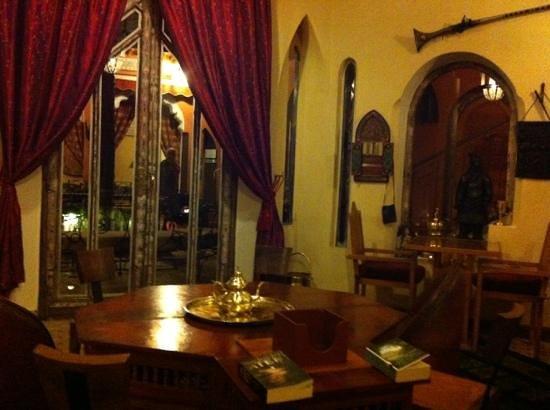Riad Amira Victoria : im Esszimmer