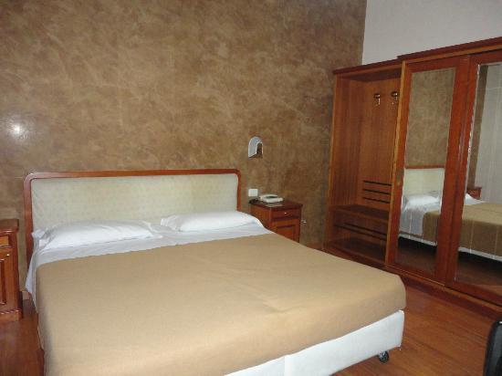 Hotel Argentina: Chambre