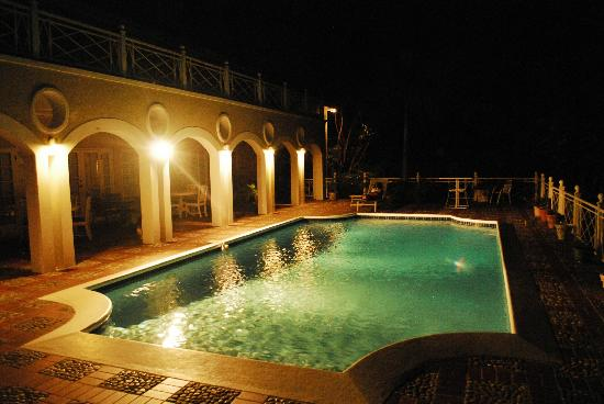 Polkerris Bed and Breakfast : Pool at Night