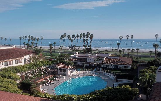 The Fess Parker - A Doubletree by Hilton Resort: Aerial view of the hotel swimming pool and our location next to the beach