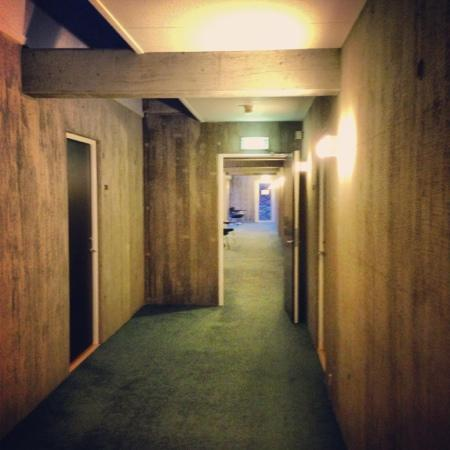 Best Western Plus Hotel Fredericia: brutalist corridors