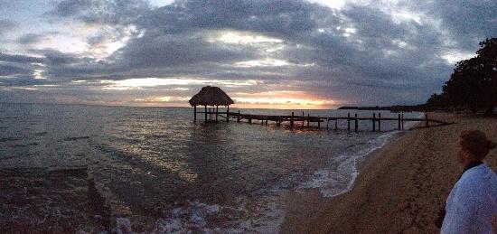 Jaguar Reef Lodge & Spa: Sunrise. Jaguar reef pier