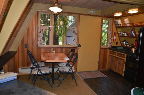 Summit Meadow Cabins: Fallc R kitchen
