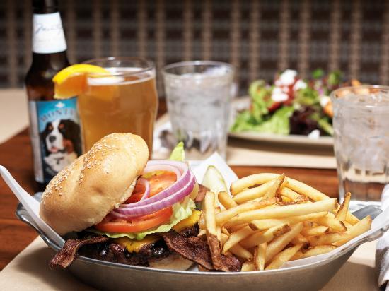 Daly's Pub & Rec: Bacon Cheeseburger