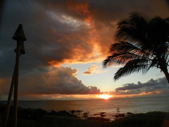 Punahoa Beach Apartments : A view from your lanai