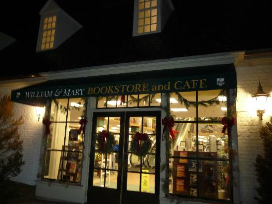 Colonial National Historical Park: Night - Bookstore at the edge of Colonial Williamsburg