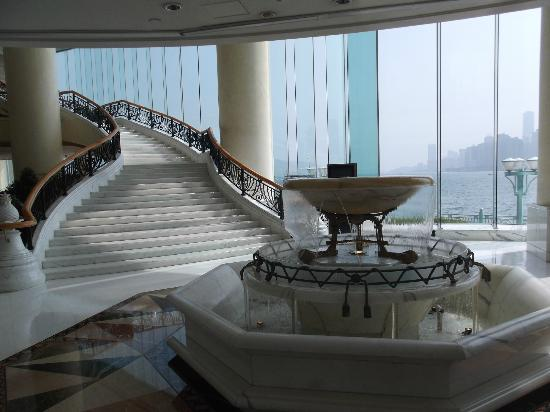 Harbour Grand Kowloon: lobby