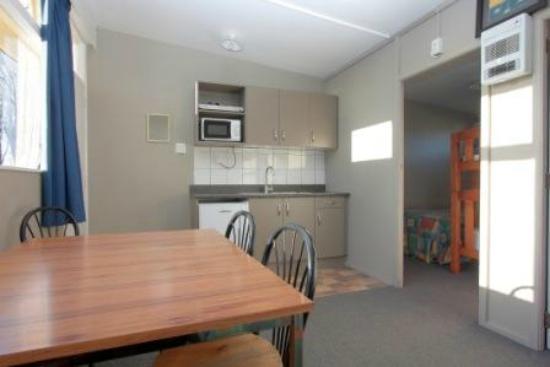 Coronation Park: Kitchen cabin