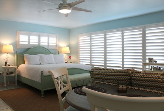 Kona Kai Resort, Gallery & Botanic Garden: New in 2013 - ALL new rooms and suites look like this.
