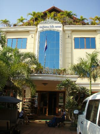 Siem Reap Riverside: front entrance
