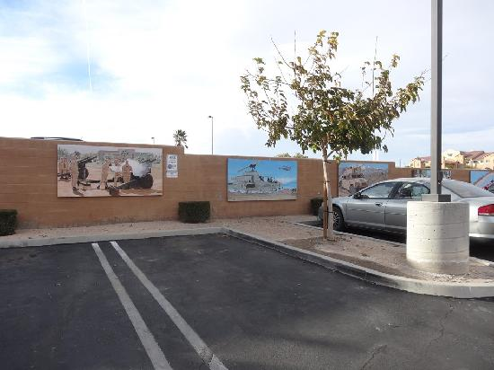 Rodeway Inn & Suites 29 Palms near Joshua Tree National Park: parking hotel