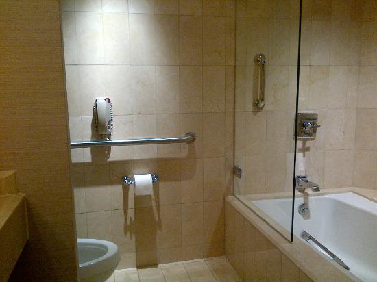Park Hyatt Washington: Nice and spacious bathroom too