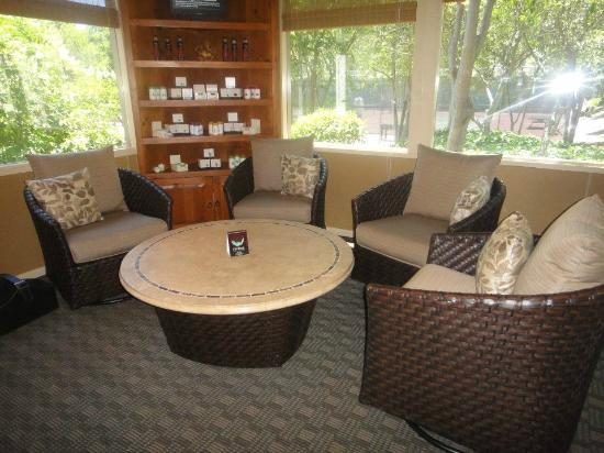 Riviera Wellness Spa: Cozy Waiting Area