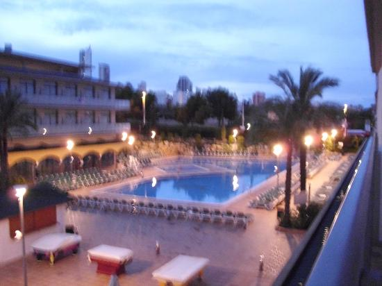 Hotel Mediterraneo Benidorm: The hotel at dusk !