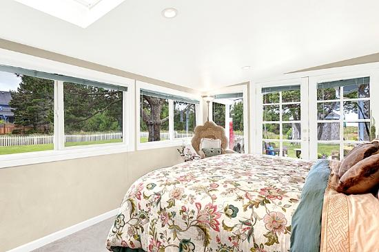 Boreas Bed and Breakfast Inn: The Dunes Suite has many windows and a deck!