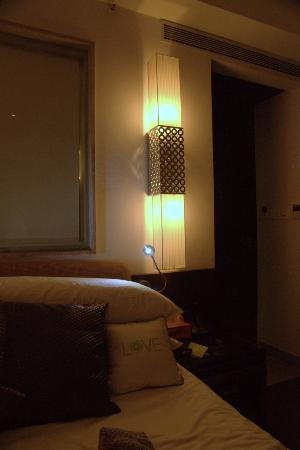 Leisure Inn West Gurgaon: Cool Lamp