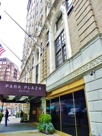 โรงแรมบอสตัน พาร์ก พลาซาแอนทาวเวอร์: Entrance