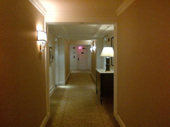Four Seasons Washington D.C.: Hotel corridor