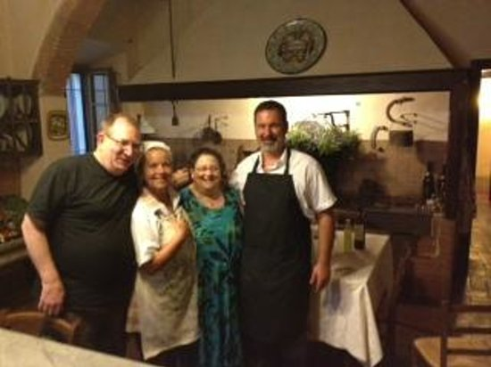 Palazzo Leopoldo Dimora Storica & Spa: Chefs Lorenzo & Lorena at our cooking class