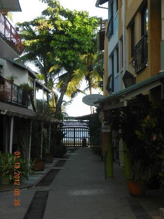 Areca Apart Hotel: restaurants street