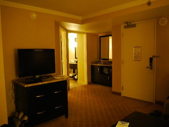 Embassy Suites by Hilton Los Angeles Glendale: リビングルーム