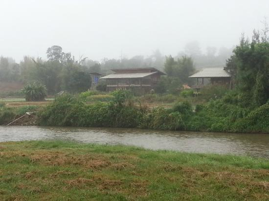 Pai Hotspring Spa Resort: Pai river, view from breakfast area