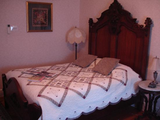 Beauclaire's Bed and Breakfast: Our Room