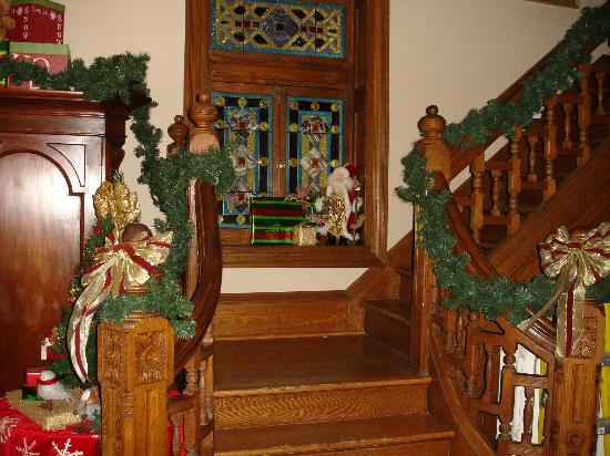 Beauclaire's Bed and Breakfast: Stairs and decorations