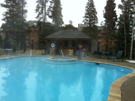Mountain Thunder Lodge: Heated pool