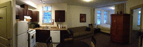 Pemberton Gateway Village Suites Hotel: #206 2 Bed Rm Efficiency, View of Mt Currie & Signal Hill