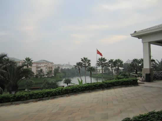 Boao Golden Coast Hot Spring Hotel: Hotel grounds