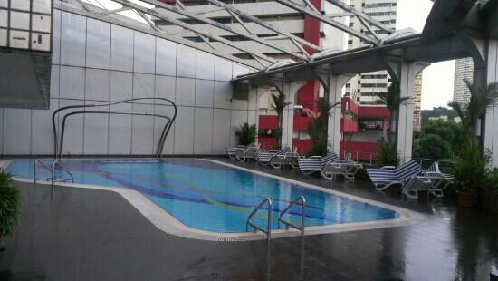 Furama City Centre: the swimming pool is on 6th floor but awesome!