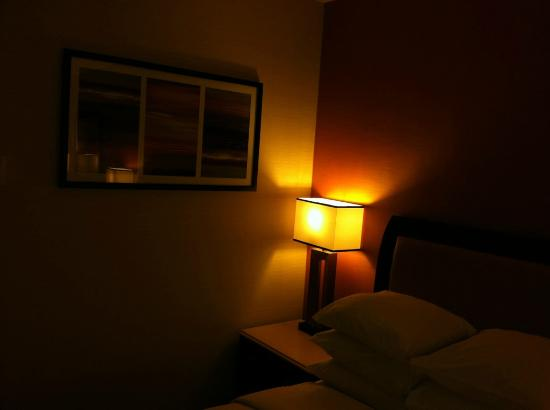 Doubletree by Hilton Anaheim - Orange County: room has been painted